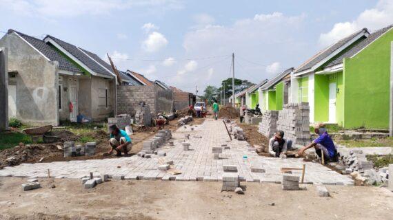 Sabtu 12 Juni, Progress pemasangan paving blok Rumah Pesona Tambong Wetan
